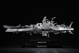 シルバーメッキがまぶしい本格派「1/350 宇宙戦艦ヤマト 空間磁力メッキVer.」(C)東北新社