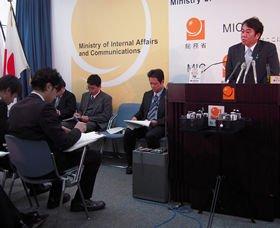 原口一博総務相の記者会見では2010年1月からクラブ外の記者も質問できることになった