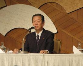 検察の事情聴取後に記者会見を開いた小沢一郎・民主党幹事長