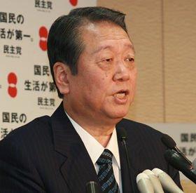 「私の不徳の致すところで迷惑をかけて申し訳ない」と述べた小沢一郎幹事長