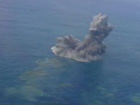 南硫黄島付近の海域で確認された白煙。また島は出現するのか(第3海上保安本部提供)