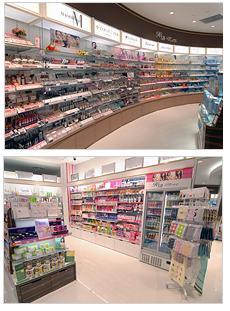 化粧品売り場(上)、サプリメントも充実