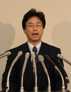 就任会見で抱負を述べる堺徹・東京地検特捜部長
