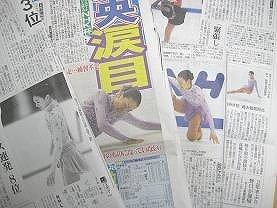 浅田真央選手の転倒シーンなどを伝える新聞各紙
