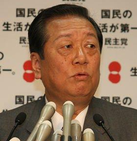 記者会見にのぞむ小沢一郎幹事長。威圧感たっぷりだ(09年12月撮影)