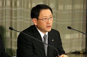章男社長は公聴会で、どう受け答えするのか(写真は国内での記者会見)