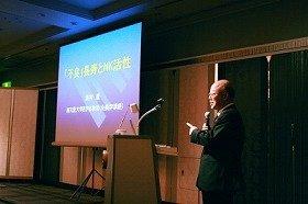 奥村教授は「くよくよしないでマイペースに過ごすことが長寿のヒケツ」と語る。