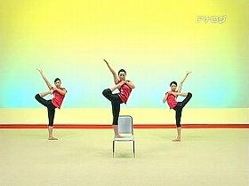 「ラヂオ体操第4」は徐々に、「何か変だ」と思わせる動きになる