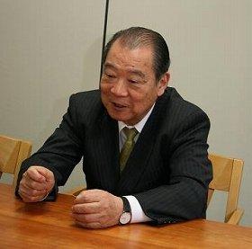 辞める直前の細川護煕首相(当時)から「お世話になった人たちにお礼をしたいので、機密費の使い方を教えてくれ」と電話が入ったこともある、と話す平野貞夫さん。