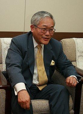 「現在の日本が抱える諸問題は、すでに30年以上前、私が大学生の頃から『予言』されていました」と話す辛坊正記さん