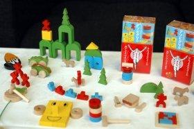 カラフルな木製おもちゃ「アソビグリコ」