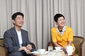 坂東さん(右)と「J-CASTニュース」大森編集長