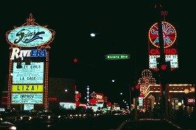 ネットカジノ合法化で店舗が消える?