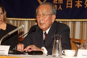 外国特派員協会で講演するJALの稲盛和夫会長