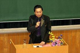 鳩山由紀夫前首相は、東大の学園祭でも政権批判を口にした