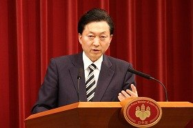 鳩山由紀夫・前首相は、引退するのかしないのか(代表撮影、首相在任時)