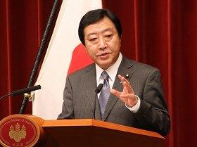 記者会見に臨む野田佳彦首相。原発そのものの事故については「収束した」と発表した