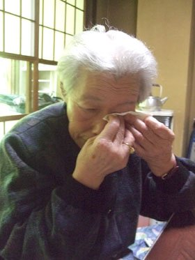 「供養が私の務めです」と語る倉沢さん=花巻市大沢温泉の避難先で