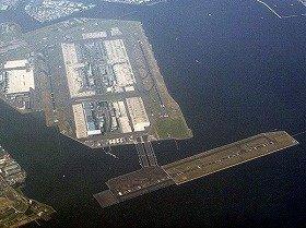 D滑走路が10年秋にオープンしたばかりの羽田空港。津波への警戒が求められる