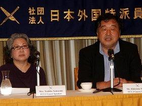 稲塚秀孝プロデューサー(右)と山崎年子さん(左)