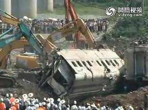 事故後すぐに車両を埋めた対応は批判された(中国の動画投稿サイトより)