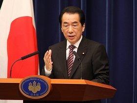 退陣会見に臨む菅直人首相