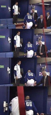 落合監督の「握手拒否」を伝える2ちゃんねる掲載の連続写真。