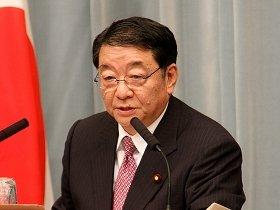 記者会見でホットスポットへの対応を説明する藤村修官房長官