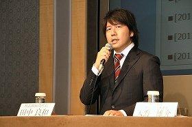 会見で提訴の経緯を説明するグリー・田中社長