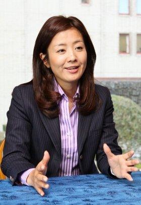 晴れやかな表情で、「毎日が楽しい」と話してくれた菊間千乃さん。2012年1月19日、都内で