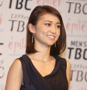 新曲「GIVE ME FIVE!」のミュージックビデオのなかで、風俗嬢に体当たりで挑む大島優子さん