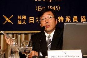 新聞記事を手に「吉田所長が辞めることは絶対にあってはならない」と訴えた