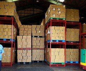 被災地に運ばれる約1万冊の書籍(神奈川・寒川町、ブックオフの倉庫で)