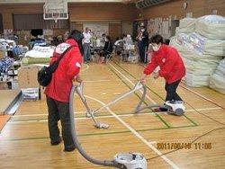 避難所の汚れやほこりを一掃します