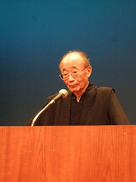山折さんは時に瞑目(めいもく)しながら、<br />鎮魂の言葉を静かに話し続けた