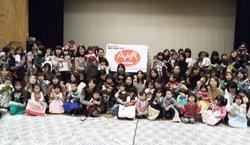 チョコレートとメッセージを受け取った皆さんは、笑顔いっぱいになりました(2012年1月18日 福島県相馬市立はまなす館にて)