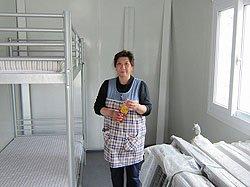 「プライバシーのある空間が確保されるのでとてもうれしいです。2カ月間他人と一緒なのはやはり気を遣います」と家族5人で避難生活を送る鈴木さん。完成したコンテナハウスで(2011年5月10日、宮城県女川町)