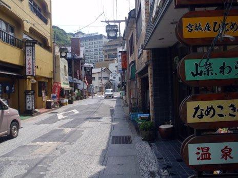震災の影響も少なく、宿や店舗も通常営業中(5月19日撮影)