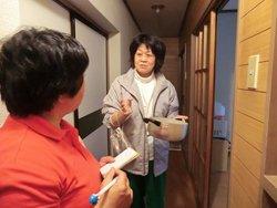 震災により困窮状態に追い込まれている山崎さん(右)も、まぎれもなく被災者の一人です(岩手県釜石市:6月2日)