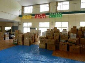 歌津中学校に集まった物資の数々(6月5日撮影)