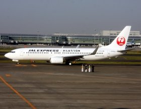 フライトには「鶴丸塗装」のボーイング737-800型機が使用される(写真はイメージ)