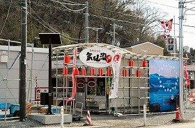 市内には仮設の飲食店街「復興屋台村」が点在している