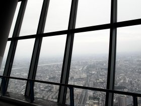 第1展望台「天望デッキ」からは高さ350メートルからの眺めを楽しめる