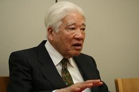 当時の取材について振り返る元朝日新聞記者の佐伯さん。