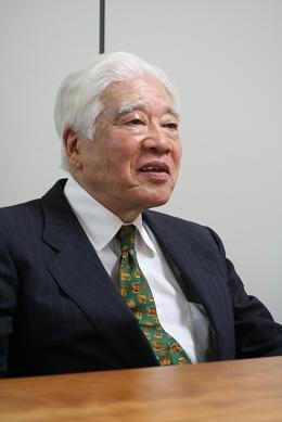 後に分かった事実も踏まえ、「推理」を語る元朝日新聞記者の佐伯さん。