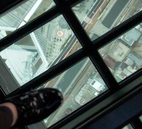 ガラス床から見下ろした景色。なかなかのスリル