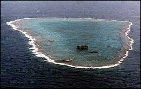 事実上「島」として認められた沖ノ鳥島(ウィキメディア・コモンズより)