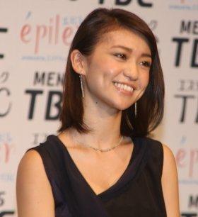 宇都宮総局から熱烈応援を受けた大島優子さん(11年8月24日撮影)