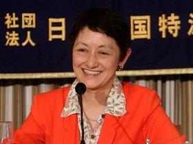 記者会見に臨むジェットスター・ジャパンの鈴木みゆき社長