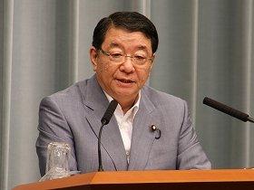 官邸前のデモについてコメントする藤村修官房長官